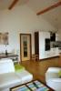 Reference dřevostavby na klíč - vstup do obývacího pokoje s kuchyňským koutem