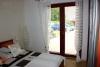 Reference dřevostavby na klíč - ložnice s francouzským oknem