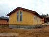 již osazena okna (výstavba dřevostavby na klíč - Hradec Králové, Stěžírky)
