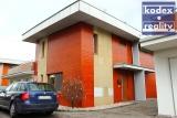 Zděný mezonetový byt 3+kk s velkou terasou, garáží a stáním, Hradec Králové - Věkoše